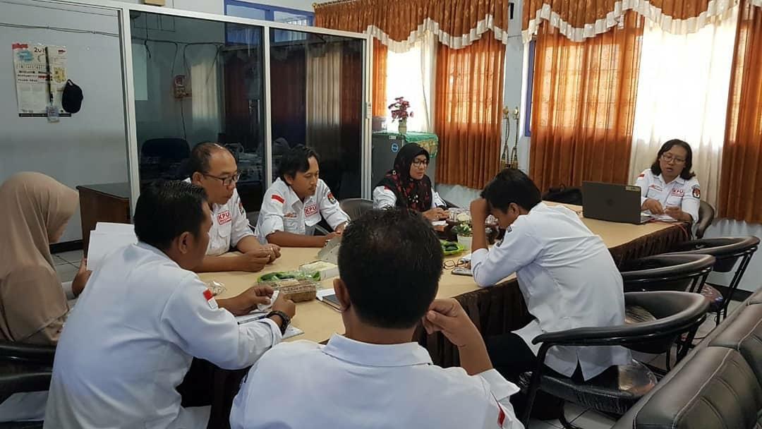 Rapat koordinasi Pengelolaan Informasi dan Dokumentasi KPU Kabupaten Karanganyar (11/02/2020)